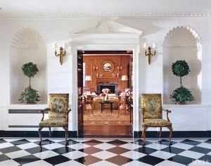 At home with Tory Burch Southampton home.jpg